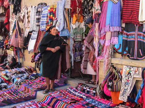 Tarabuco: le marché dominical et un chapeau traditionnel à la Napoléon.