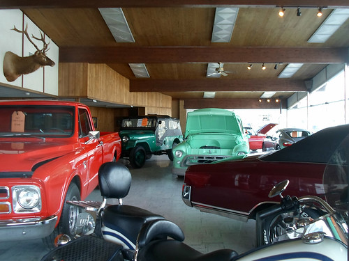 Vintage motor vehicle dealership