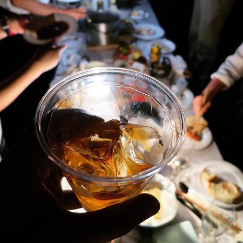 カレールーとひき肉を予め燻製した燻製カレーと、ウイスキーが絶妙に合う!あぁ、幸せ。 #燻製道士 #東京湾岸燻製ナイト #APELUCA