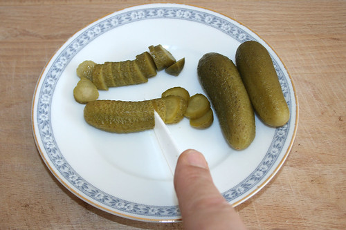 30 - Cornichons in Scheiben schneiden / Cut cucumbers in slices