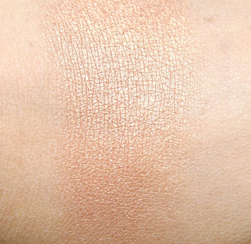sleek makeup peach shimmer glo face & body highlighter swatch