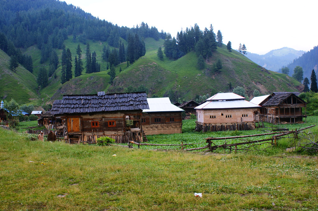 """MJC Summer 2012 Excursion to Neelum Valley with the great """"LIBRA"""" and Co - 7595655306 01060c6b36 b"""