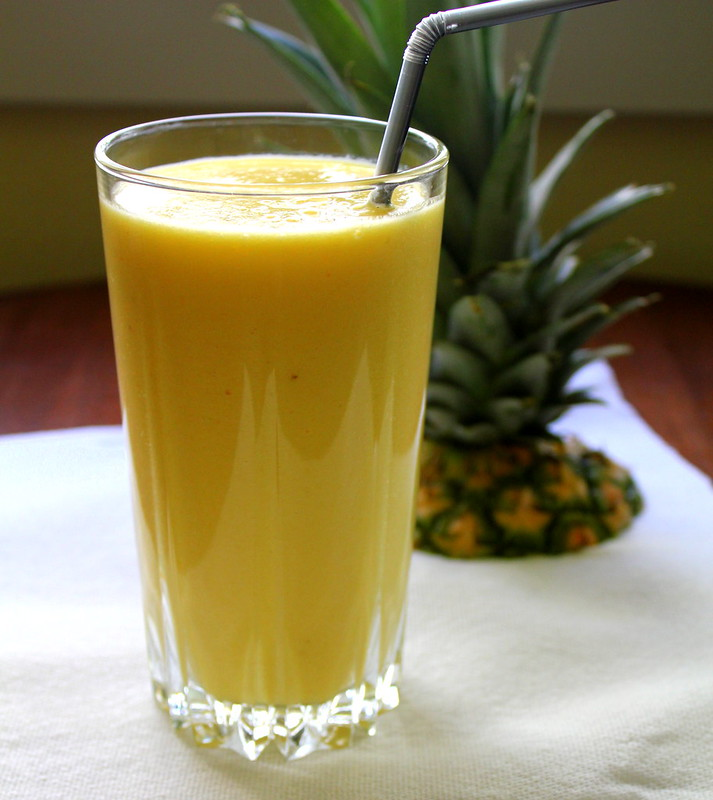 pineapple mango smoothie