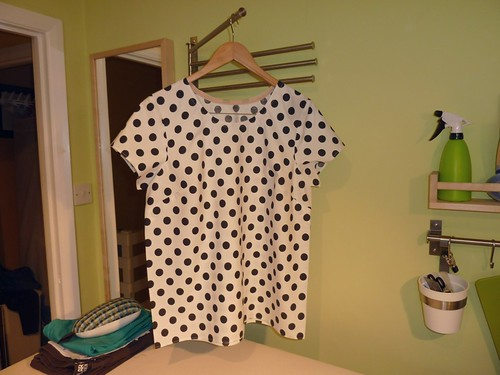 01, Scout Woven Tee - Polka Dots