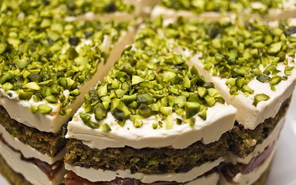 2012-07-21_Pistachio-darjeeling-apricot-layer-cake