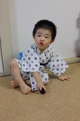初めて浴衣を着るとらちゃん@自宅 (2012/7/29)