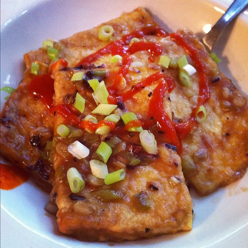 Garlic fried tofu in sesame oil with tamarind, scallions, sriracha. Feels good to cook again. #food #cooking #lunch