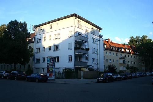 Röntgenstraße, Ecke Mühlbaurstraße