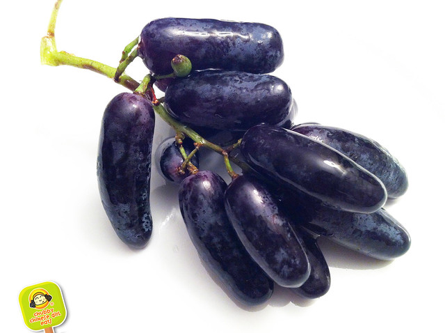 witch finger grapes 2