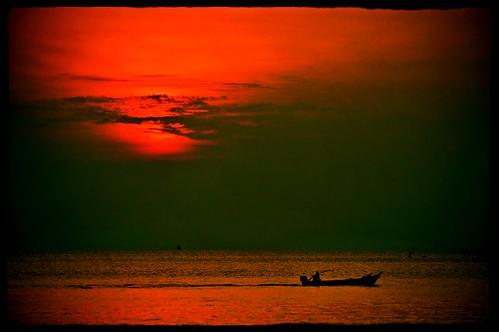 sunset sea effects boat johor muar westmalaysia