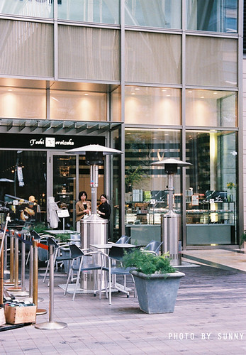 Toshi Yoroizuka-Entrance