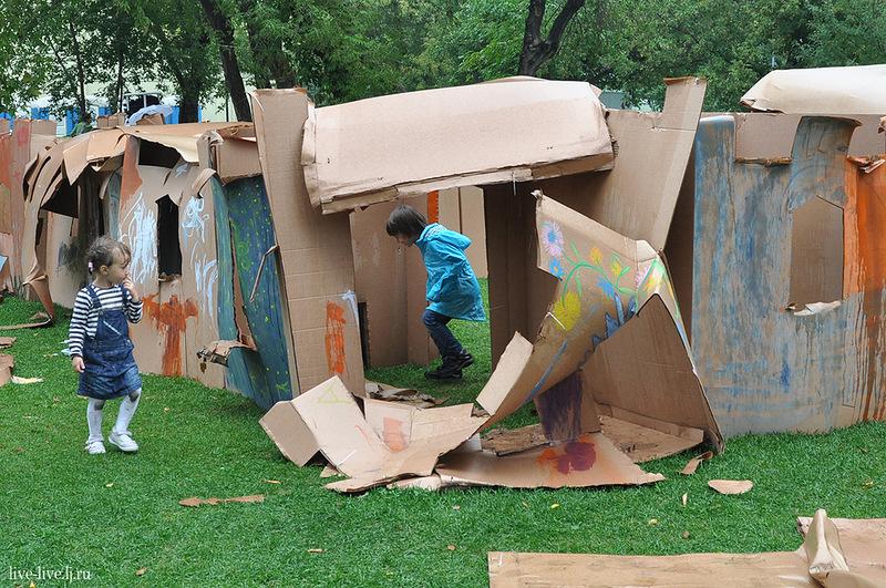 Cardboard city_093