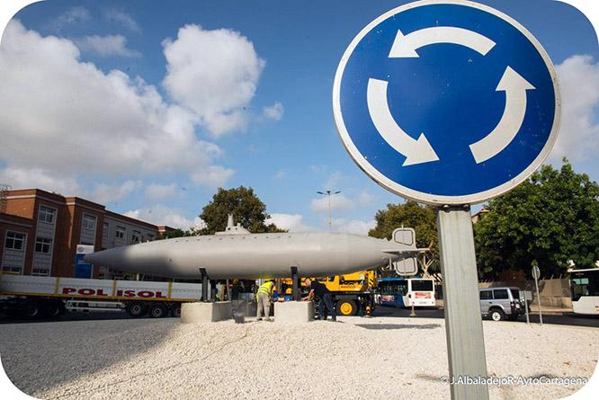 La réplica del Submarino Peral ya recibe al visitante en la entrada a Cartagena