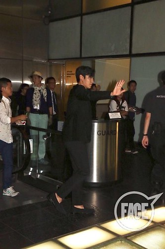 TOP-stagegreeting-premiere-HongKong-20140927_(29)