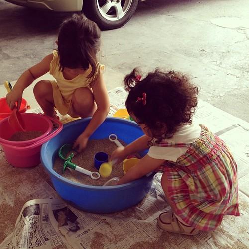 実家で従姉とお砂場遊び