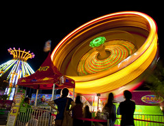 mid-autumn festival(0.0), carousel(0.0), ferris wheel(0.0), park(0.0), recreation(1.0), outdoor recreation(1.0), fair(1.0), night(1.0), amusement ride(1.0), amusement park(1.0),