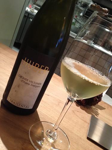 飲み物はきりりと冷えた白ワイン@シャントレル