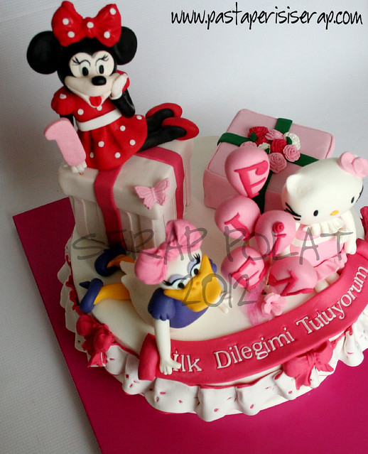Minnie-daisy duck -hello kitty pastası