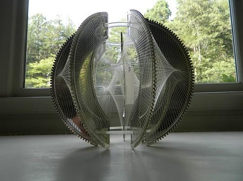 mid century pendant light via homeologymodernvintage.com