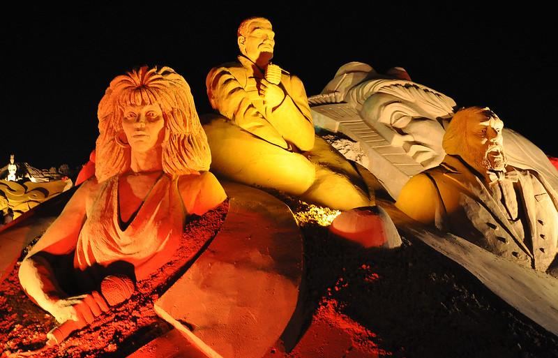 Cher, Freddie Mercury & Pavarotti sand sculpture