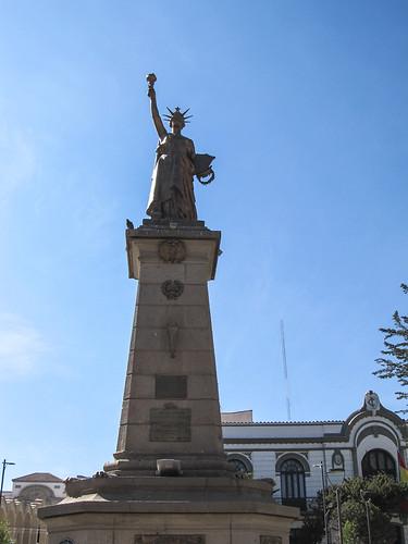 Potosi: la Plaza 10 de Noviembre et sa petite statue de la liberté