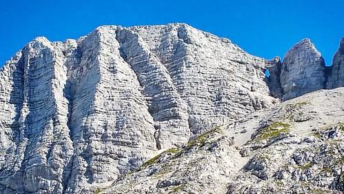 20160825 Forato da parte italiana. #loves_friuliveneziagiulia #montagna #mountains #montagne #ig_friuli_vg #igers_friuliveneziagiulia #ig_friuliveneziagiulia #friuliveneziagiulia #openair #alpinismo #sentiero #landscape #panorama #gray #outdoor #outdoors