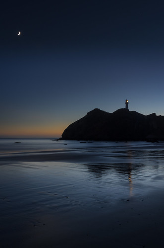 lighthouse building water abstract moon beach shape sunrise architecture landscape dawn on1pics cresent shapes castlepoint wellington newzealand nz