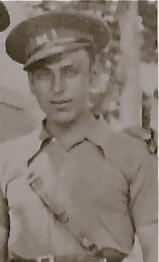 Juan Pérez Zumaquero, con uniforme de teniente