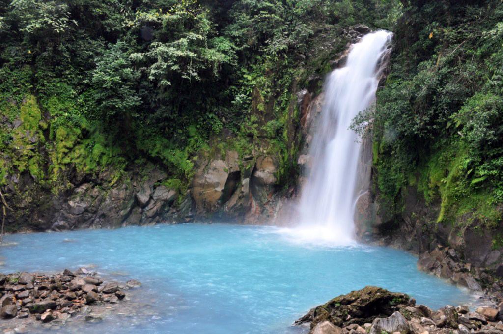 Espectacular el salto de agua visto desde abajo con la mejor persperctiva río celeste, colorido capricho de la naturaleza - 7538379638 b123bc35cf o - Río Celeste, Colorido capricho de la Naturaleza