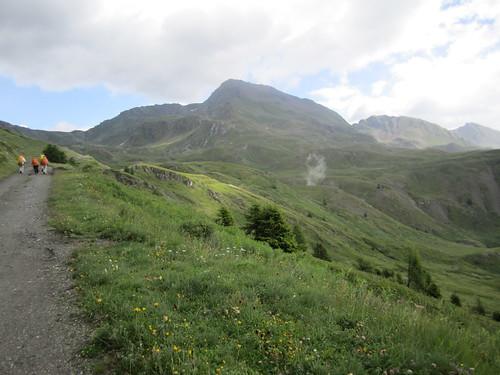 sentiero sullo sfondo il Fallère