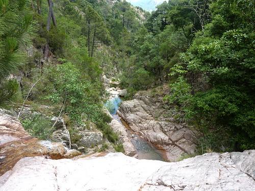 Remontée de la Frassiccia : le ruisseau vers l'aval depuis un ressaut après le contournement