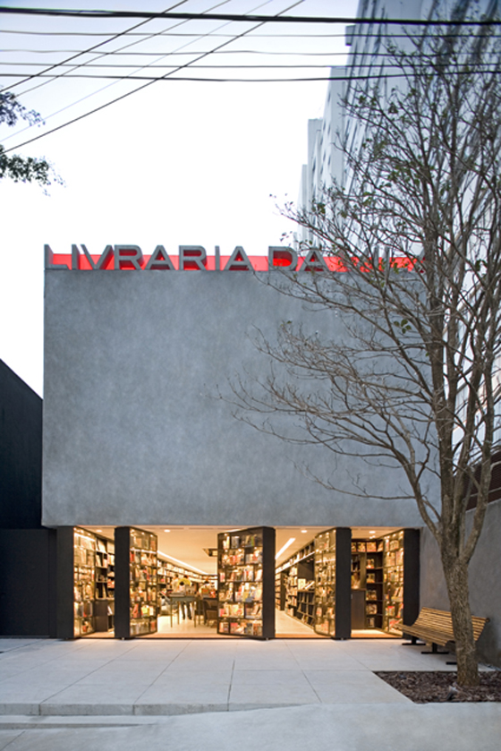 Livraria da Vila, architecture: Isay Weinfeld, photo: Leonardo Finotti