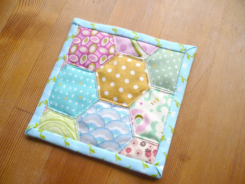 Quilt-As-You-Go Hexie Coaster Tutorial