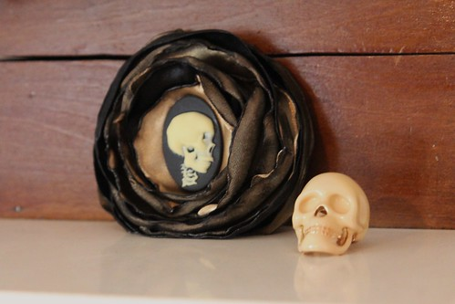 skull brooch and skull ring