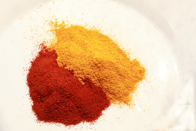 paprika and tumeric measuring color intensity