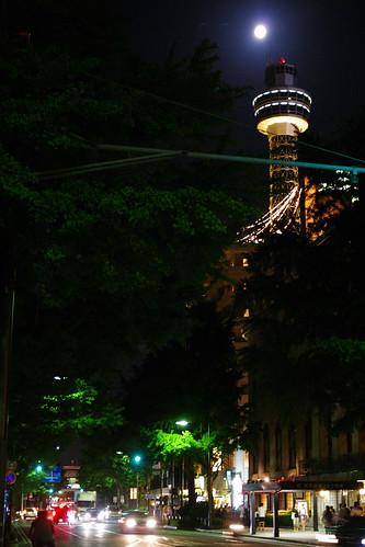 マリンタワーとお月様