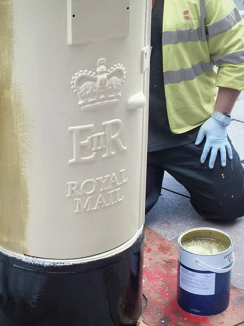 Gold postbox for Geraint Thomas