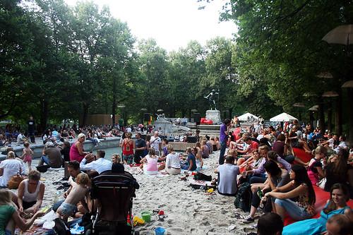 Beachclub am Vater Rhein Brunnen