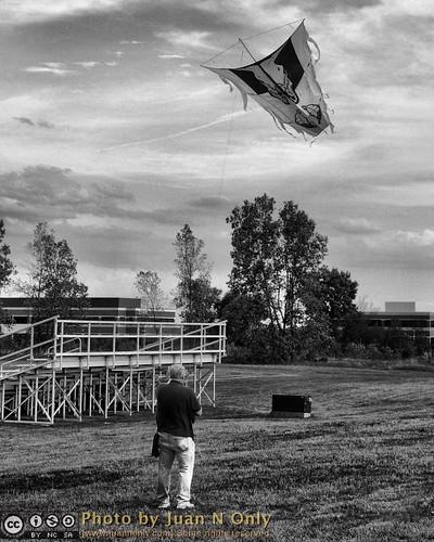blackandwhite kite monochrome blackwhite outdoor michigan august grayscale hdr 2012 livonia tonemapped tonemapping pseudohdr kiteclub schoolcraftcollege 4seasonskiteclub fourseasonskiteclub 4skc juannonly pointerkite waynebrunjes