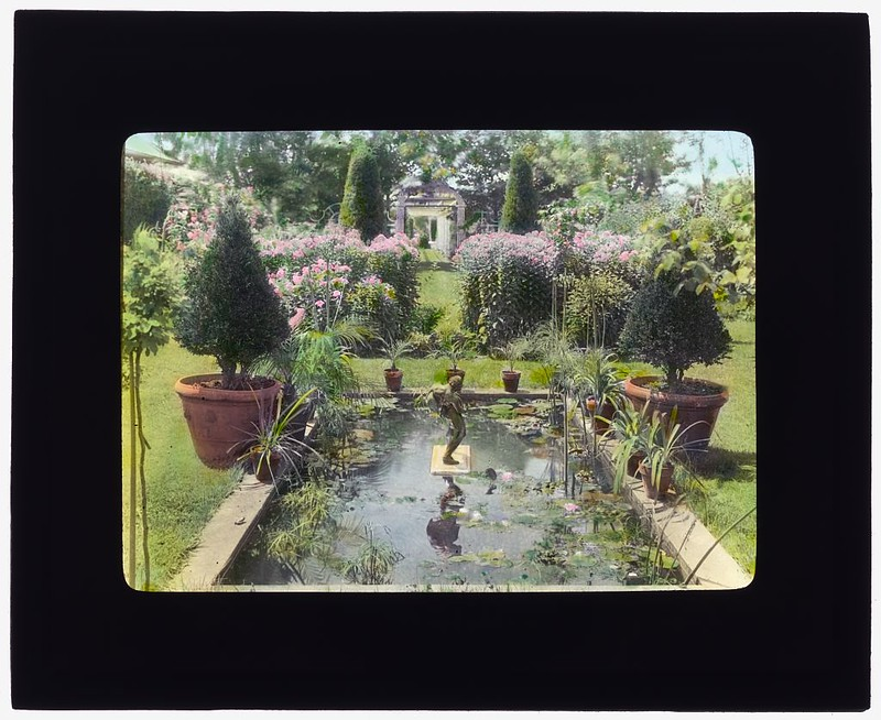 "[""The Fens,"" Lorenzo Easton Woodhouse house, Huntting Lane, East Hampton, New York. (LOC)"