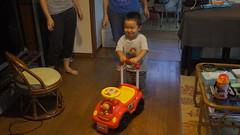 playing with anpanman car