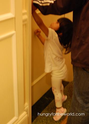 euna opening the door