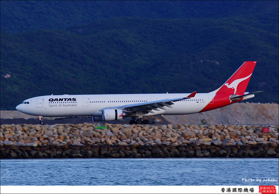 Qantas / VH-QPH / Hong Kong International Airport