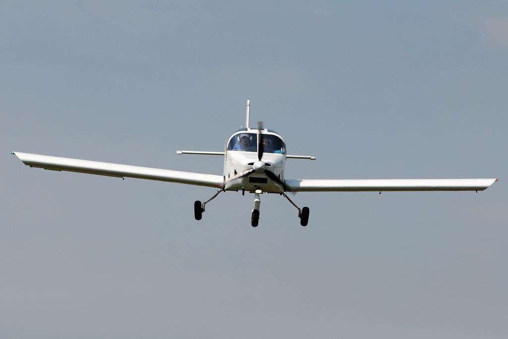 Fly-in @ Floreni - Mitingul cailor putere - Poze 7677975868_cd41da1c5b_o
