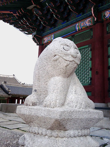 Cat statue at Gyeongbokgung Palace