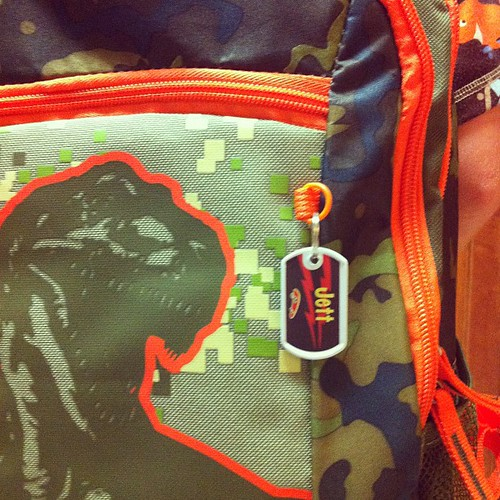 A teeny tag on the outside of his backpack for just plain FUN! @mabelhood #mabelslabels
