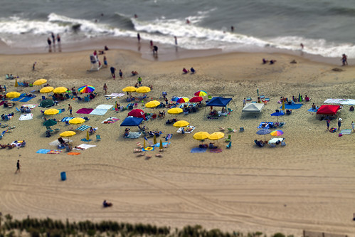 summer beach sand surf perspective maryland scene oceanbeach umbrellas hms tiltshift ps5 fakeminiature canon7d ef70200f28lisiiusm