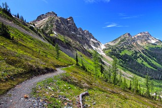 Ascending Rock Pass, Pacific Crest Trail, Pasayten Wilderness by andy porter (cc by-nc 2.0)