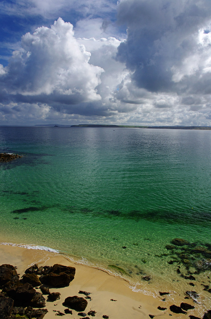a low ISO, wide angle photo taken by porthmeor with a Pentax K-x on Aug 5, 2012