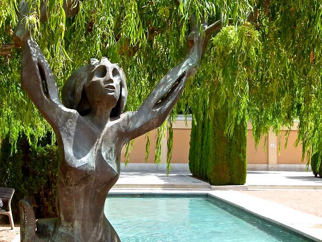 Mujer rbol jard n de las hesp rides valencia flickr for Jardin de las hesperides valencia